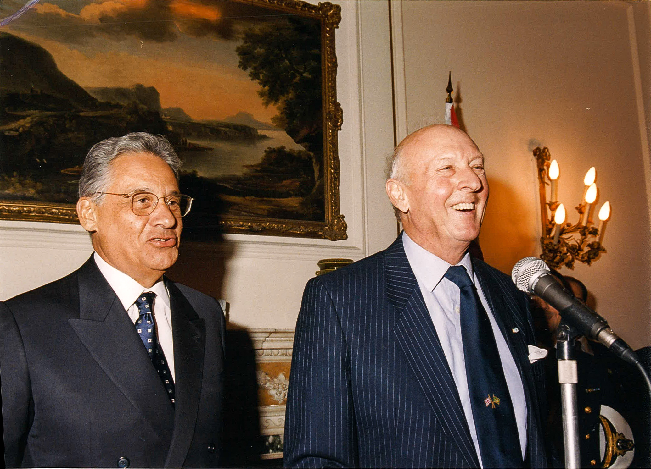 Viscount Montgomery introducing President Henrique Cardoso of Brazil for his Canning Lecture in 1997